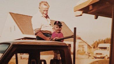 OPA ERWIN Geschichte Erwin Bohner mit seinem Enkel Joachim Bohner