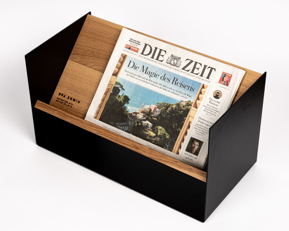 OPA ERWIN - Eiche Mondholz Zeitungsständer Report 2000 - mit Zeitung - von oben - 1